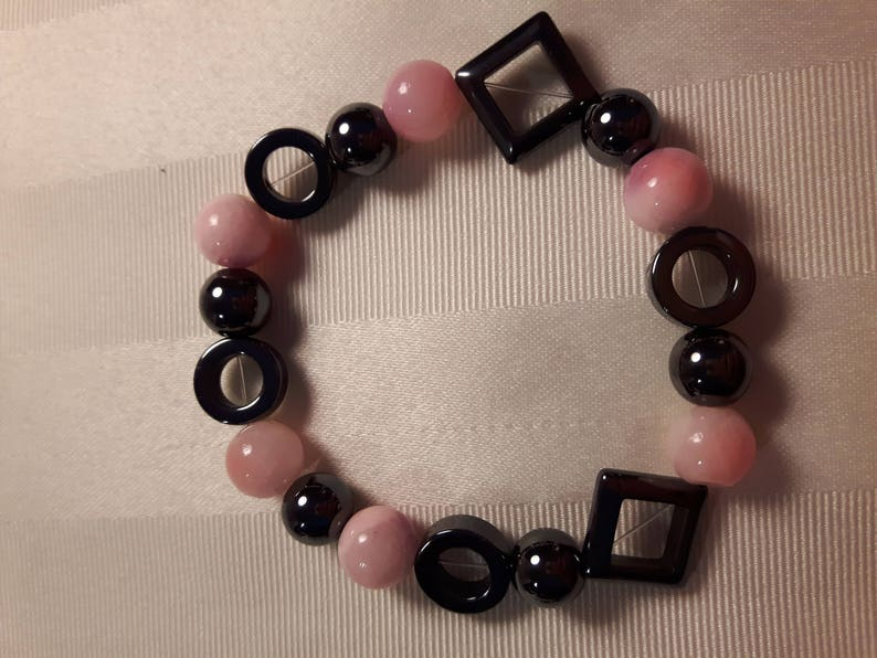Multi-faceted pink stretch bracelet Light pink pearl stretch bracelet with gunmetal grey elements Pink bracelet with gunmetal grey beads
