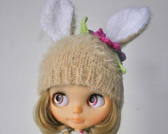 Bunny hat with flowers for Blythe Pullip doll, spring clothes for doll, knitted beanie, cap, helmet hare, beige, 1/6 doll clothes