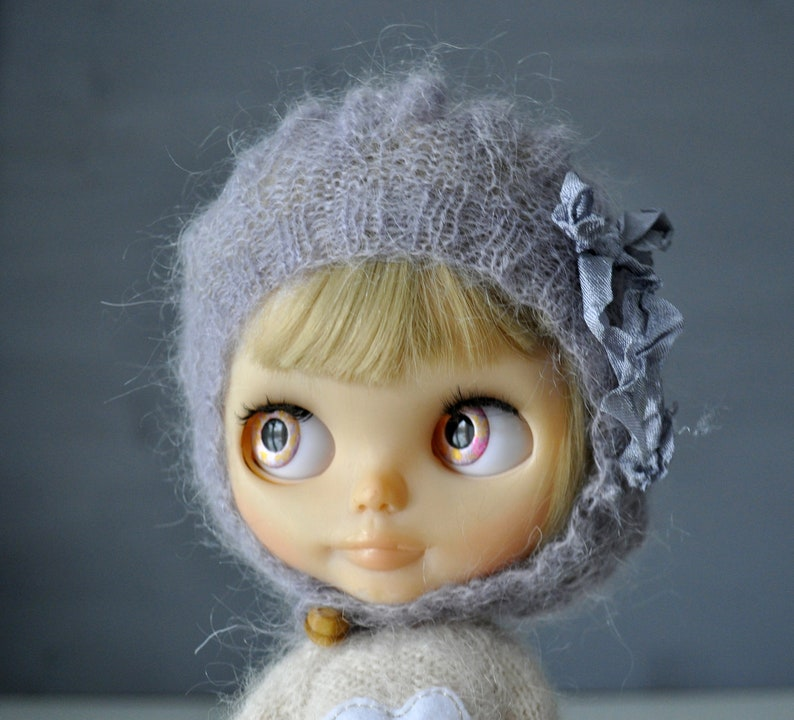 bc8332e3dcc0b Knitted mohair beanie for Blythe doll with leaves vintage