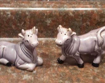 Vintage Ceramic Purple cow salt and pepper shaker