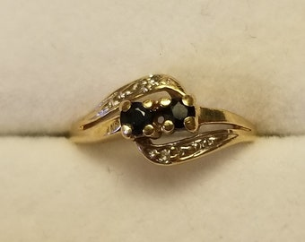 10kt gold vintage Dark Blue topaz and diamond ring Size 3 1/2 small