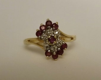 Vintage 14k yellow gold ruby and diamond chip ring size 7
