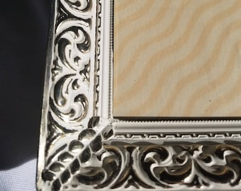 White and Gold vintage 8x10 hanging picture frame