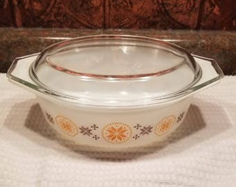 Pyrex orange town and country 1 1/2 Quart casserole baking dish with lid