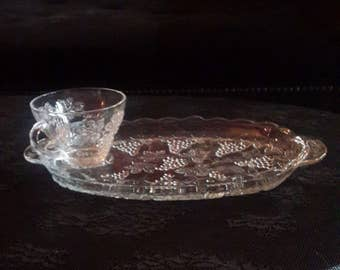 Glass snack Tray with cups, Grape Design, Anchor Hocking, Vintage, 4 sets