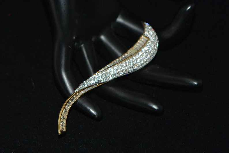 Statement Brooch Gift for Mom Mother/'s Day Gift Gift for her Gifts for Women Vintage Butler Long Clear Rhinestone Gold Tone BroochPin