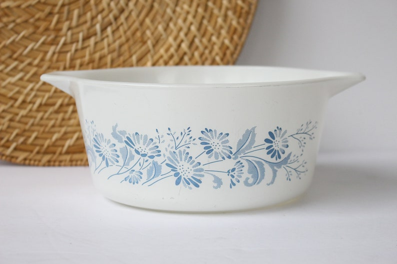 Large Round Opal Glass Ovenware Casserole Dish With LiD 1.5 l red rose