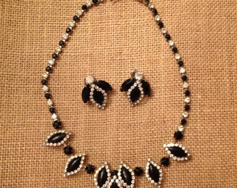 Necklace and matching earrings Signed  WEISS .
