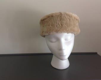 23a06407cb819 Vintage Cream color Faux fur Pillbox Hat .