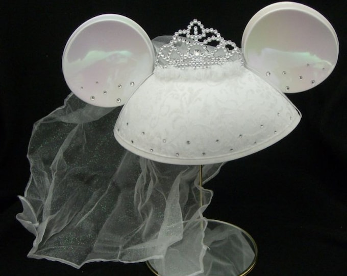"Minnie Mouse ""Bride"" Veil Ear Hat"