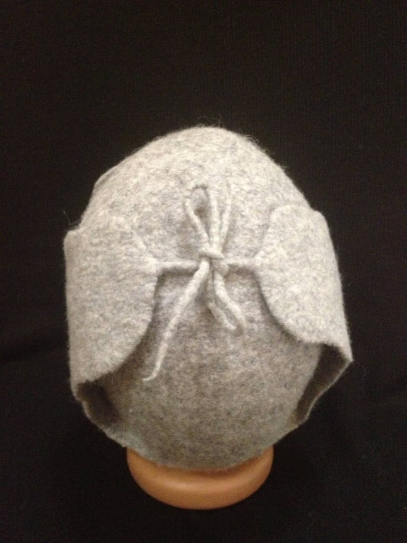 A practical 100/% natural materials warm male hat made of wool