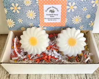 Daisy Soap, 2 Daisy Soaps, Flower Soap, Summer Soap, Gift for Mom, Gift for Her, Thank You Soap Gift