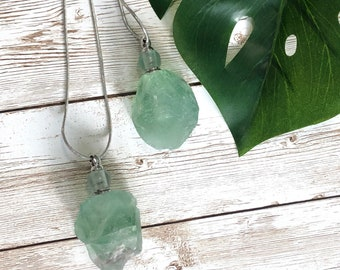 Fluorite Oil/Perfume Bottle Necklace, Essential Oil Bottle Necklace, Aromatherapy, Crystal Necklace