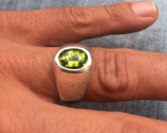 Peridot silver design ring size 58 (US 8)