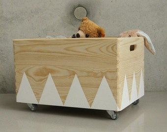 Wooden toy box rolling triangel Scandinavian design for Kid-Rooms white