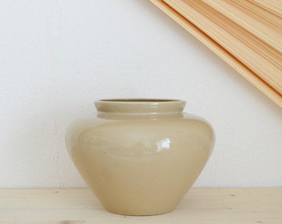 Mid century vase beige handmade round