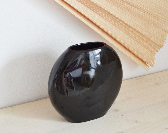 1980s vase circle round black