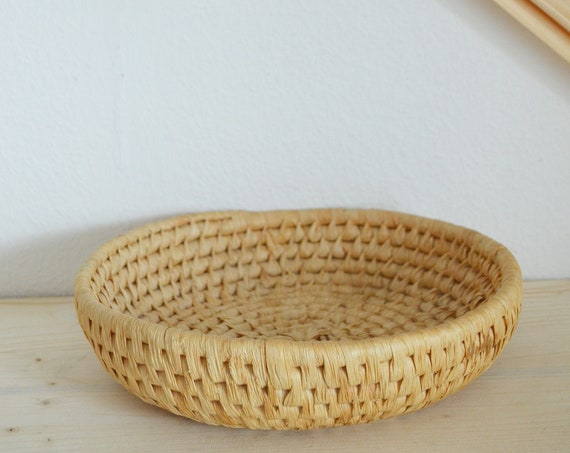 Vintage rattan fruit bowl basket bowl vintage wicker fruit basket round