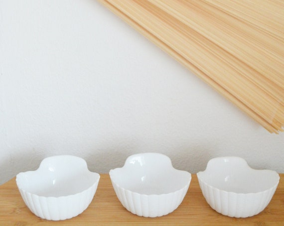 Set of 3 vintage shell bowls white ceramic bowls