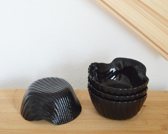 Set of 4 vintage shell bowls black ceramic bowls