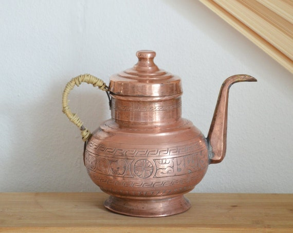 Oriental pot of copper and rattan vintage teapot