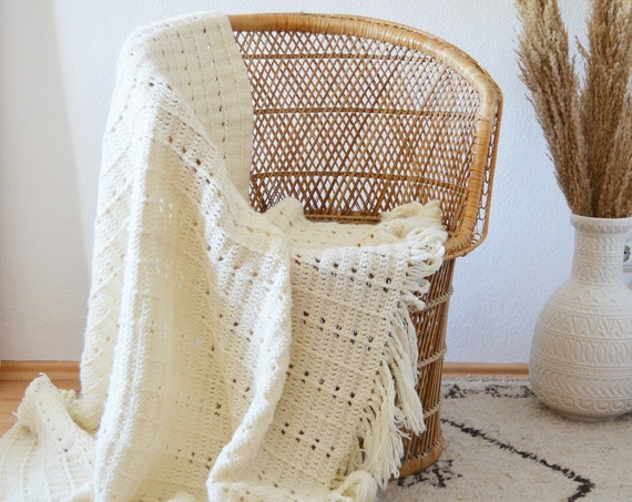 Vintage crochet blanket, knitted blanket, day blanket, overlay, throw, white, cream, fringe bohemian 180 x 140 cm