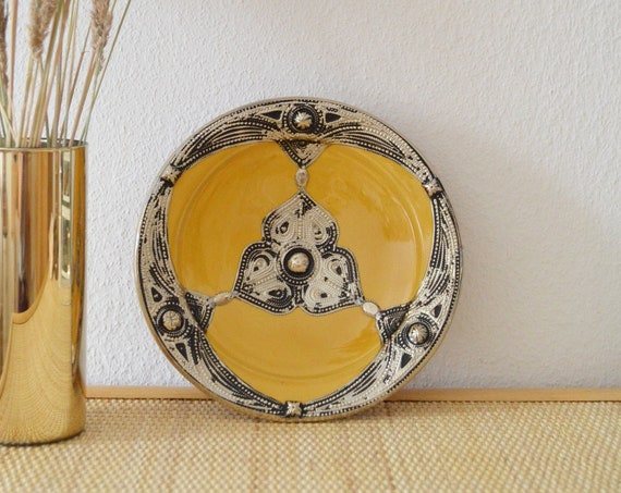 Oriental plate Scahle mustard yellow silver Morocco clay pottery
