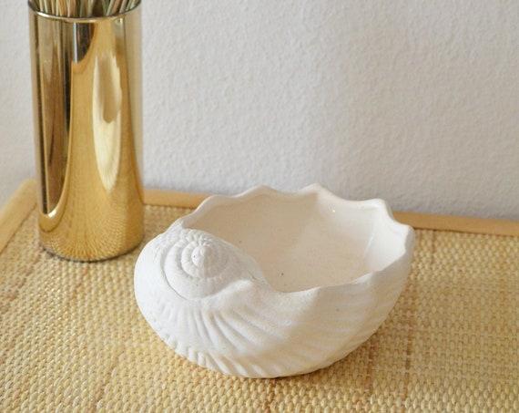Vintage shell vase white beige shell white