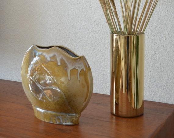 Mid century vase beige handmade round circle