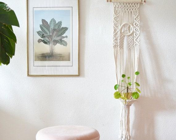 Vintage macrame wall hanging Makrame wall hanger for plants boho bohemian white plant hanger