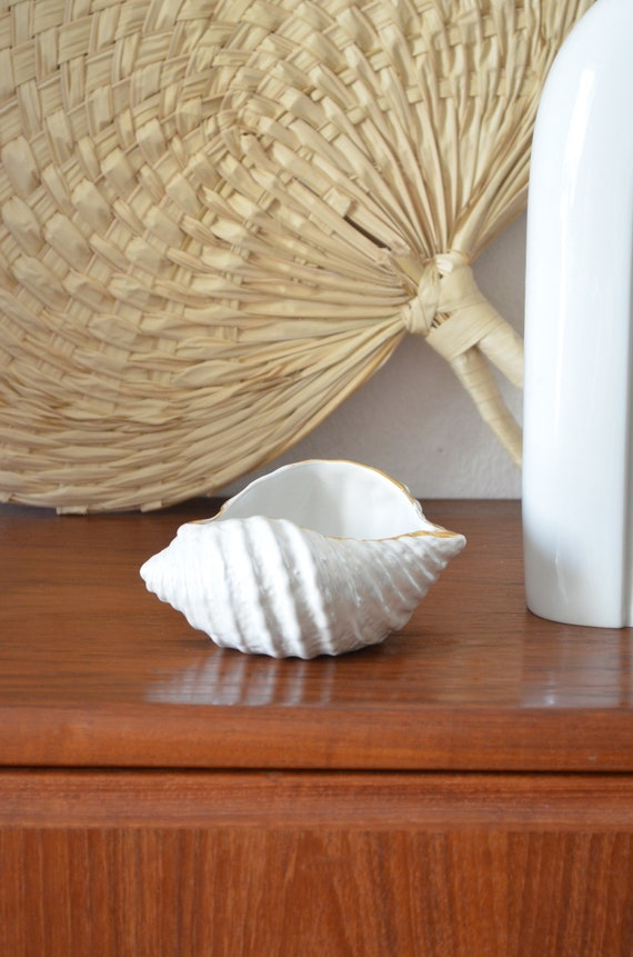 Vintage shell vase planter white gold shell white