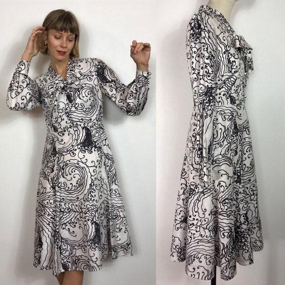 Beautiful 1970's silk dress, Vintage dress, Bow dr