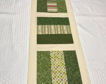 Green/Cream Spring St Patrick's Day Holiday Rail Fence Table Runner/Topper - PK124