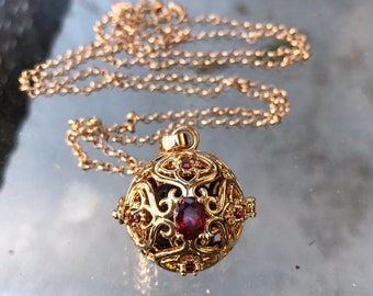 aromatherapy locket with chain gold plated.