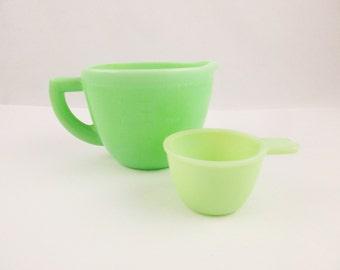 Two Cup Liquid Measuring Cup - 'McKee' Jadeite - Jadeite Green Kitchen -  16 Oz. Liquid Measuring Cup - McKee Jadite Collector