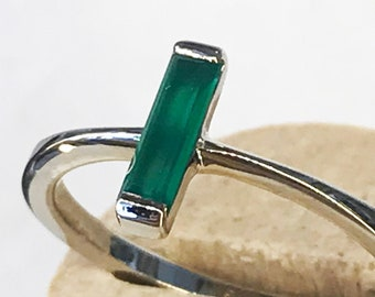 Simple and Unique design Green Agate ring