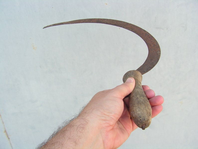 Antique sickle Blade rust patina Primitive sickle Hand forged sickle  Primitive scythe Wooden handle sickle Old hand tool Farm decor