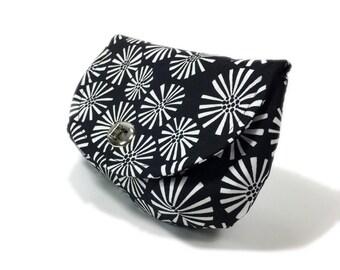 Women's clutch black clutch purse with zipper pocket silver tone twist lock hardware evening clutch white daisies on black