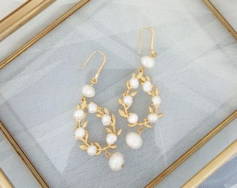 Freshwater Pearls Bridal Earrings, Gold Bridal Earrings, Bohemian Earrings, Gold Wedding Jewelry, Freshwater pealrs wedding jewelry