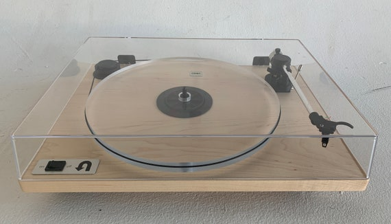 U-Turn Orbit Special Turntable with box and manual with Bang & Olufsen 10E Stylus and maple hardwood base