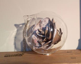 Glass bauble flower