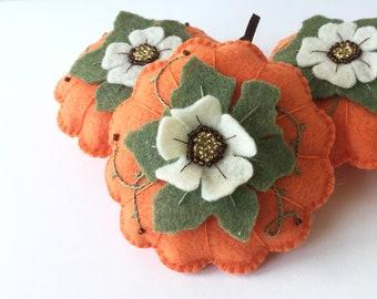 Pumpkin Felt Ornament, Festive Fall Pumpkin, Thanksgiving Table, Handmade Gift, Orange Pumpkin/Gourd with Flower and Ribbon Hoop for Hanging