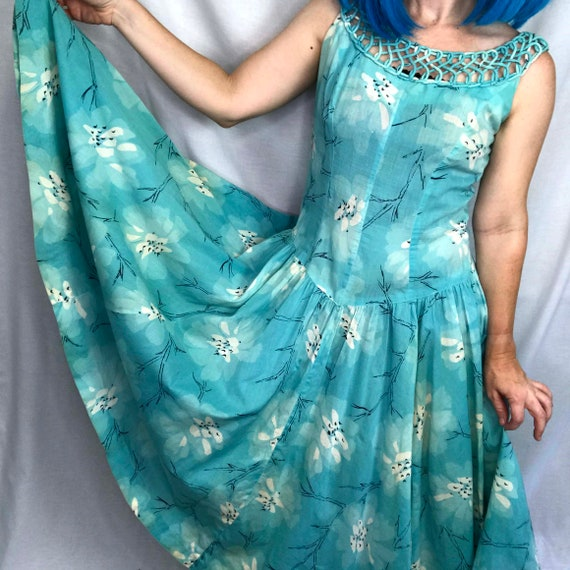 Vintage 1950s | Blue Swing Full Skirted Skirt Pin