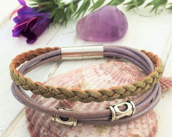 Leather bracelet in lavender and pale green