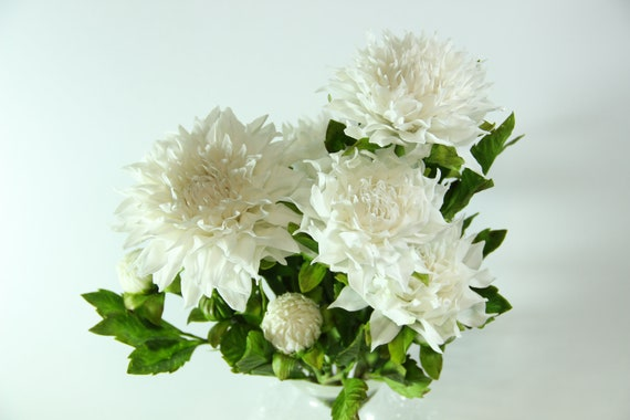 White Dahlias Flower Arrangement Cold Porcelain Clay Flowers Home Living Real Touch Dahlia Dahlias Home Decor Home Living Dahlia Flowers