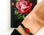 Fine crochet bracelet, basic black with small rose. Zoownatas