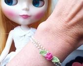 Crochet bracelet beige with Rose Zoownatas