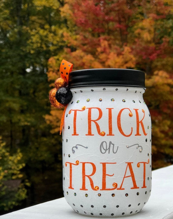 Trick or treat lighted jar, lighted jars, lighted bottles, jar lights, Halloween jars, Halloween decor, Holiday night lights