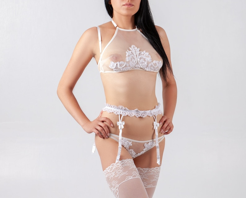 a0cab3ee18367 White set of women s lingerie
