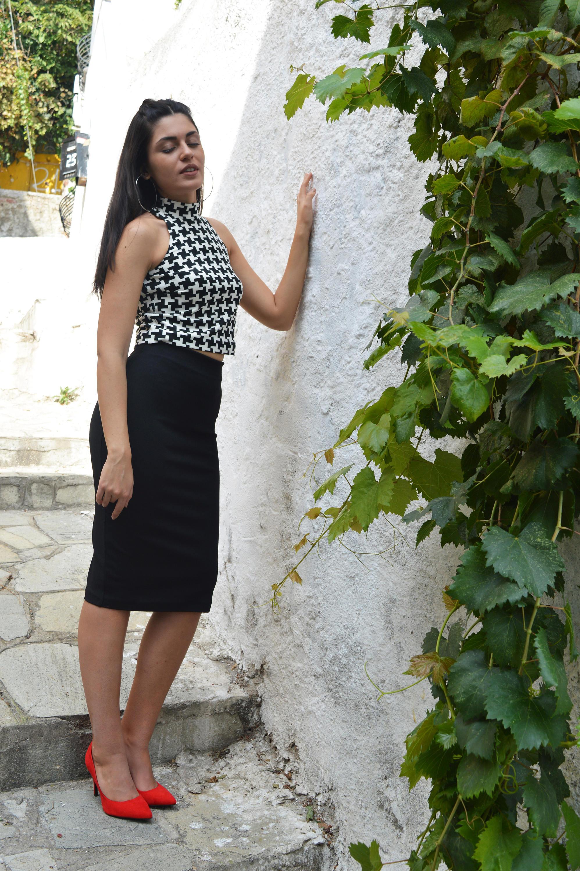 9d96f5bb266118 Two Piece Set Woman Outfit Black Skirt Black White Top